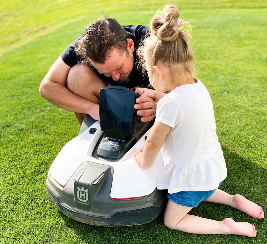 Teaching his daughter about Automower maintenance