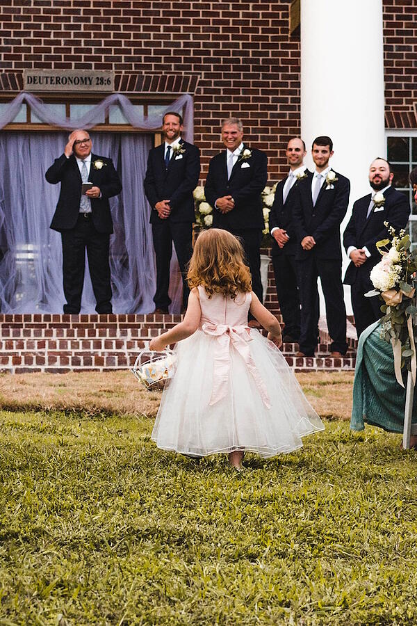 flower-girl-on-grass-justin-clark-385947-unsplash